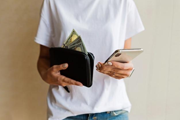Tenue femme, portefeuille, et, téléphone portable
