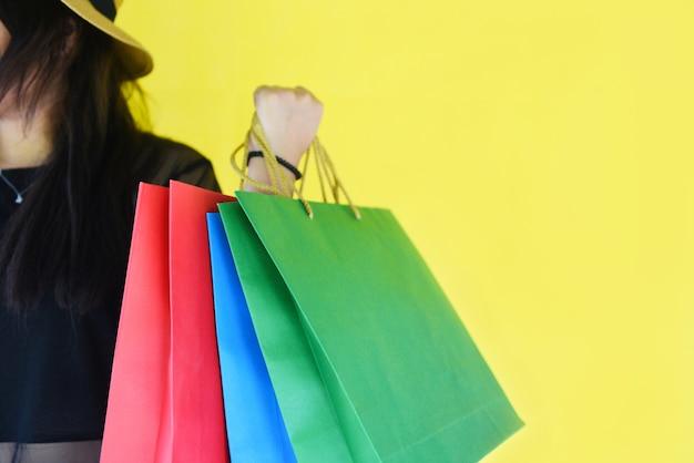 Tenue femme, sacs à provisions