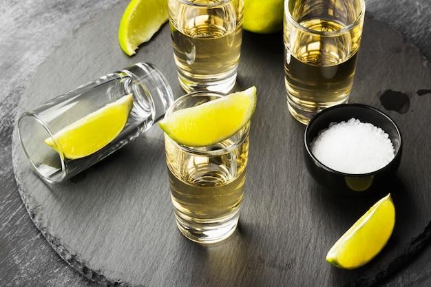 Tequila au citron vert et sel