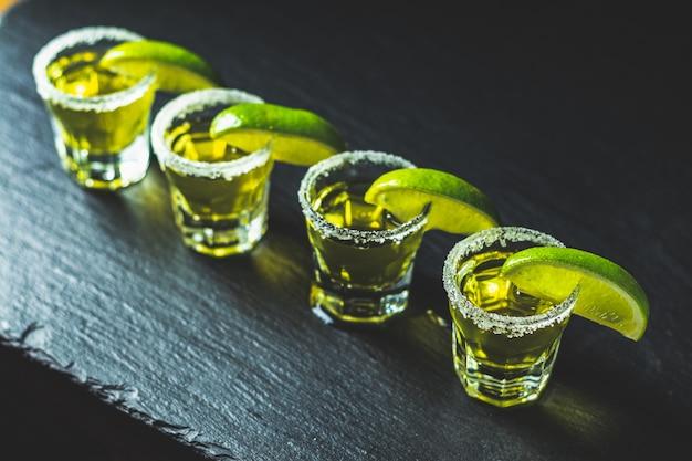 Tequila mexicaine à la lime et au sel