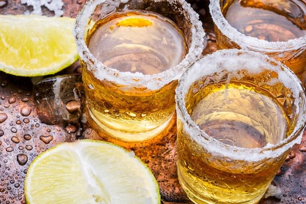 Tequila sur la table