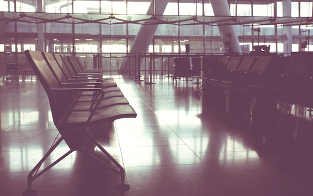 Terminal d'aéroport vide