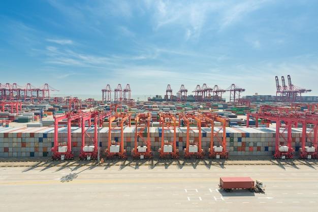 Terminal de conteneurs en eaux profondes de shanghai yangshan
