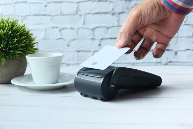Terminal de paiement facturé à partir d'une carte, paiement sans contact.
