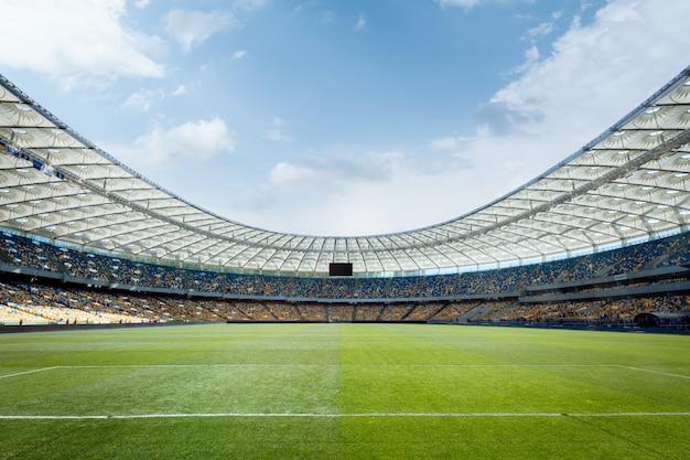 Terrain de football vide