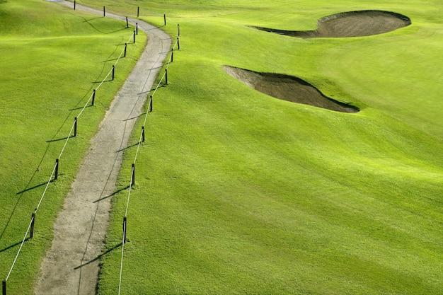 Terrain de golf green green hill field with holes