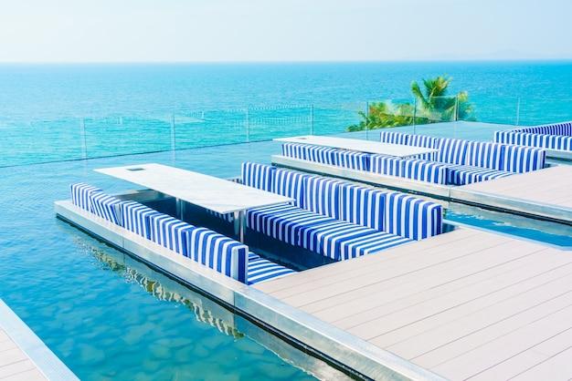 Terrasse arrière-cour de terrasse en bois de l'océan