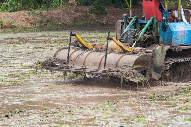 Terres agricoles, tracteur, charrue, labourer, sol