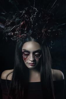 Terrible horreur halloween portrait de femme vampire.