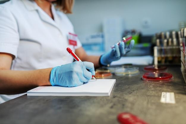 Test et prévention de la propagation du virus contagieux.