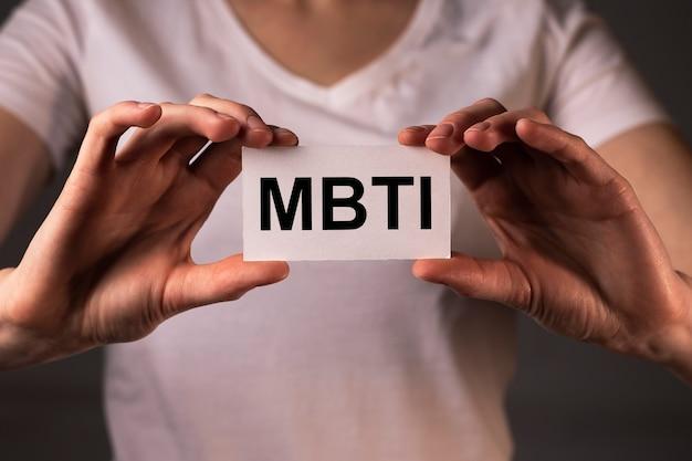 Test de psychologie de la typologie de la personnalité du mot mbti pour les types humains
