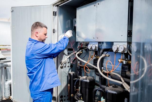 Test de résistance des capteurs de température dans la section d'alimentation en froid de l'unité de ventilation