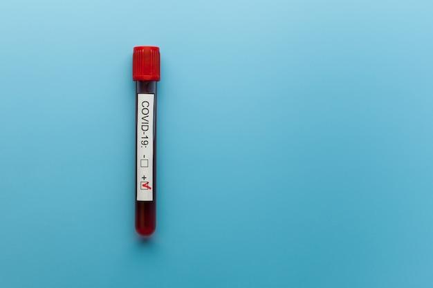 Test sanguin positif pour le nouveau coronavirus à propagation rapide