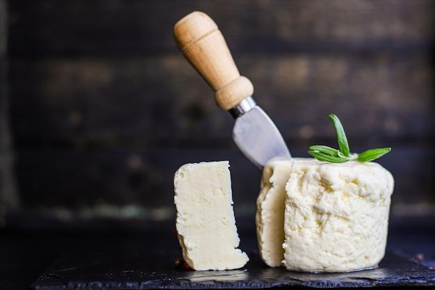 Tête de fromage et tranches molles marinées