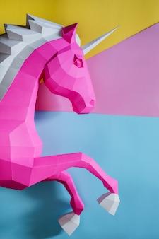Tête de licorne en papier de couleur rose