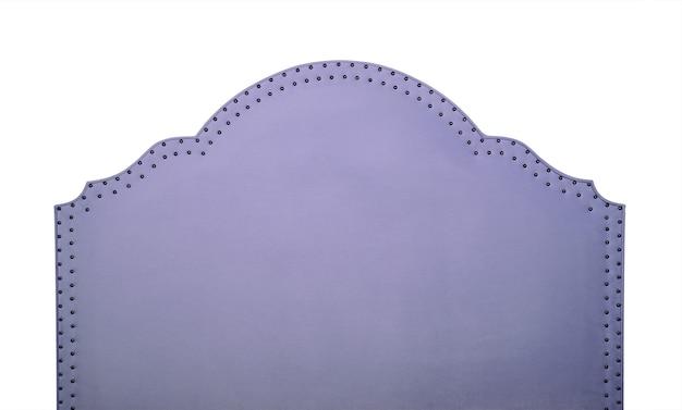 Tête de lit en forme de tissu de velours doux violet pastel isolé sur fond blanc, vue de face