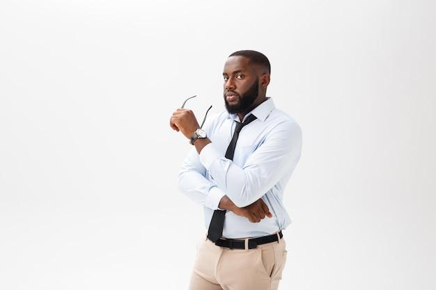 Tête de succès souriant gai homme d'affaires afro-américain exécutif élégant chef de compagnie