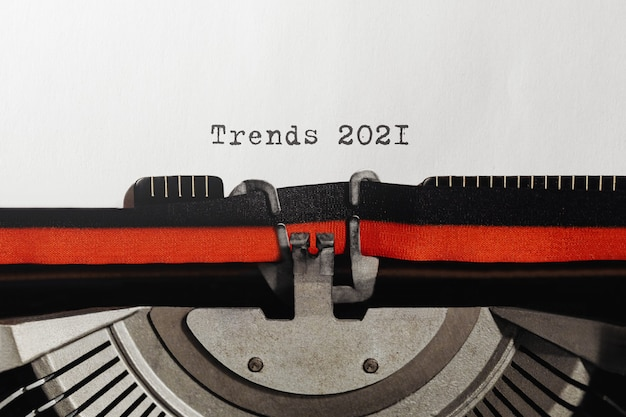Text Trends 2021 Tapé Sur Une Machine à écrire Rétro Photo Premium
