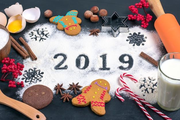 Texte de 2019 fait avec de la farine avec des décorations