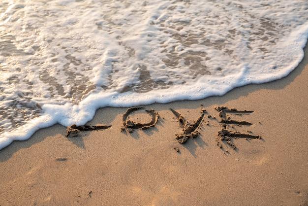 Texte d'amour sur la plage de sable blanc