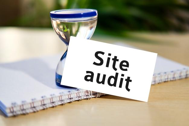 Texte de concept de référencement d'entreprise d'audit de site web