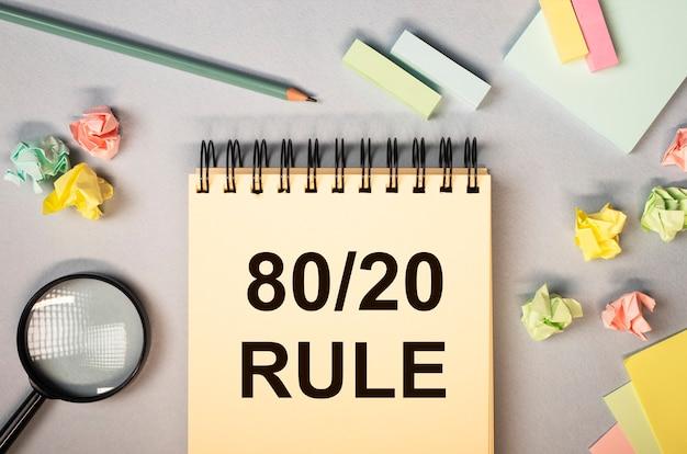 Texte de concept de règle de principe de pareto sur le bureau