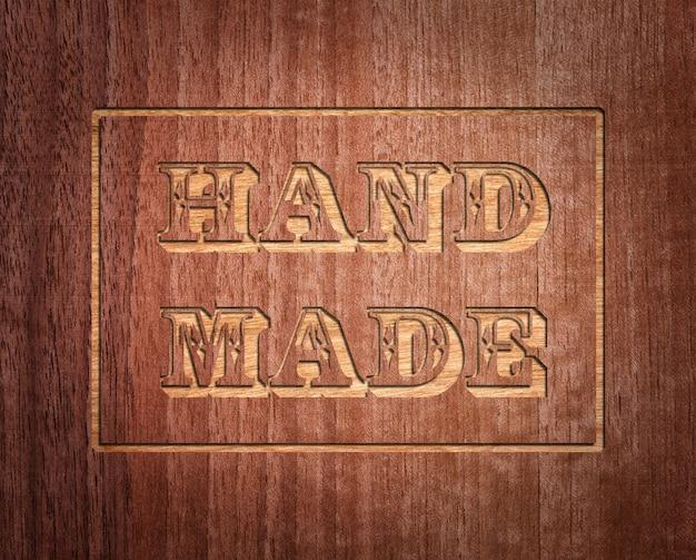 Texte fait à la main sur bois