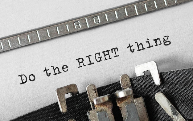 Texte faites la bonne chose tapé sur une machine à écrire rétro