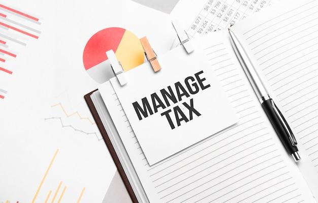 Texte gérer la taxe sur une feuille de papier