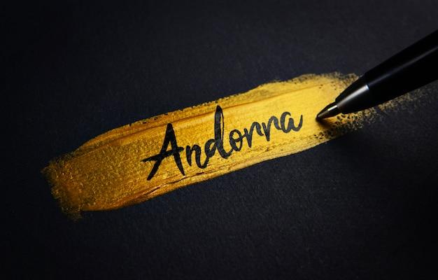 Texte manuscrit d'andorre sur le coup de pinceau en peinture dorée