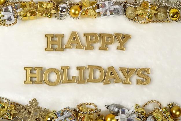 Texte d'or de joyeuses fêtes et décorations de noël sur fond blanc