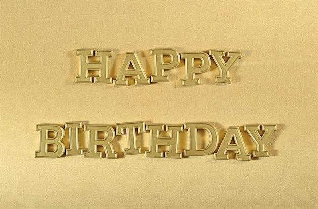 Texte d'or de joyeux anniversaire sur un fond d'or