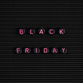 Texte avec perles : vendredi noir