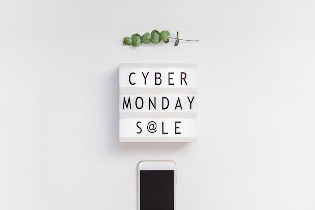 Texte de vente cyber monday sur lightbox blanc