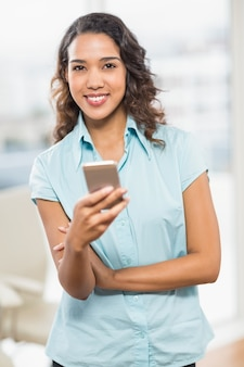 Textos de bonne jeune femme d'affaires créative