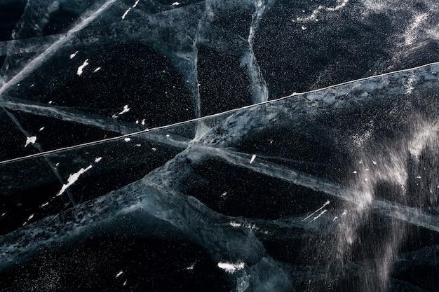 Texture abstraite. la glace s'est fissurée sur le lac baïkal