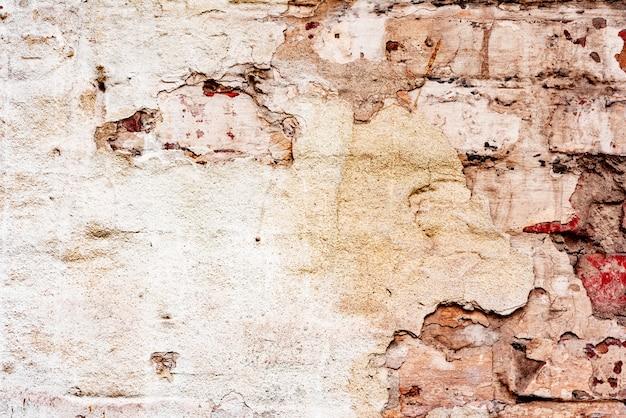Texture altérée de vieux fond de mur de brique orange et blanc taché