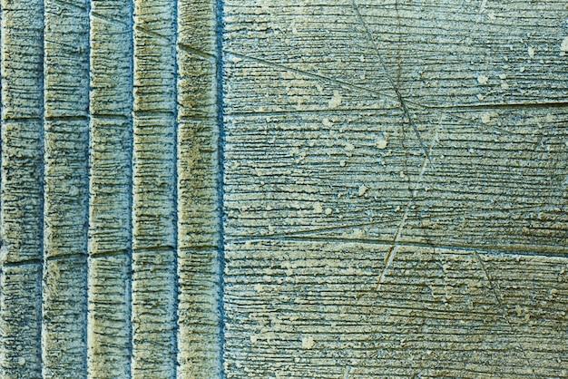 La texture de l'ancien mur avec des rayures et des fissures.