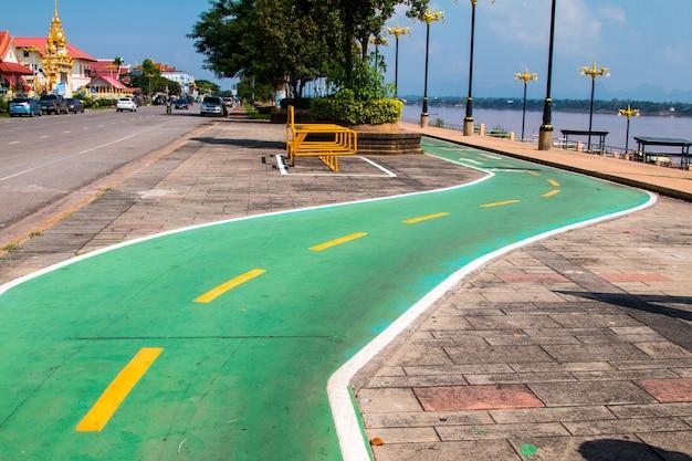 Texture d'asphalte de piste cyclable, peint en vert