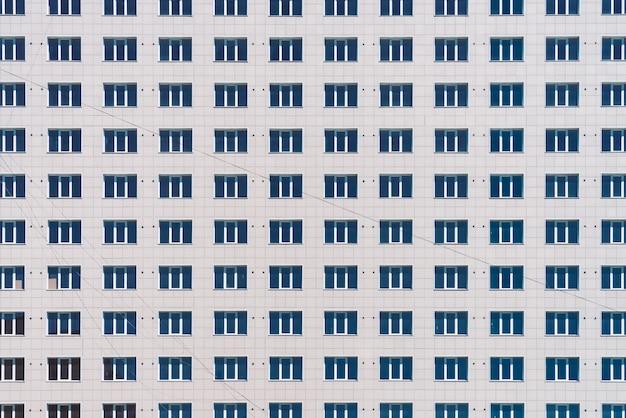 Texture de bâtiment moderne. construction de bureaux. gros plan d'un immeuble. immeuble de grande hauteur classique européen avec espace de copie