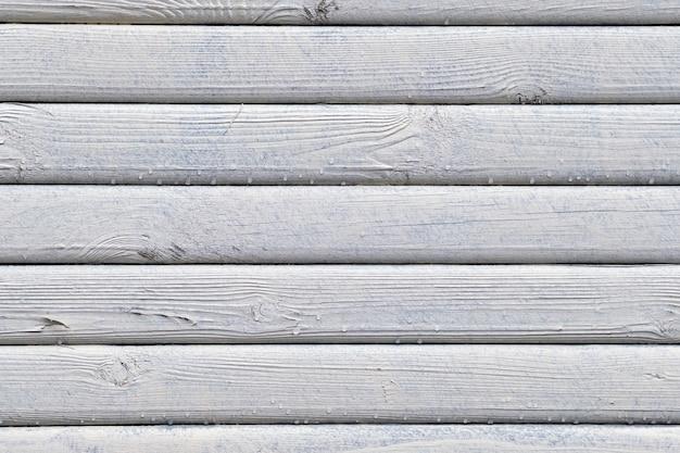 La texture en bois est peinte en blanc avec des gouttes de fond d'eau