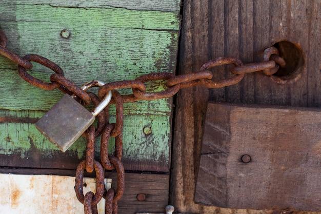 Texture en bois rustique, verrouiller la chaîne vide fond de bois tendre