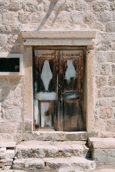 Texture de bois vieux jaune brun rouge portes