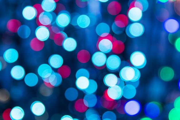 Texture de bokeh de lumières multicolores. lumières de noël estompées