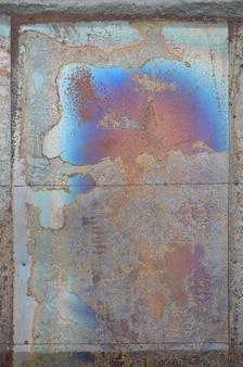 Texture de corrosion abstraite sur la tôle d'acier plaquée de cuivre