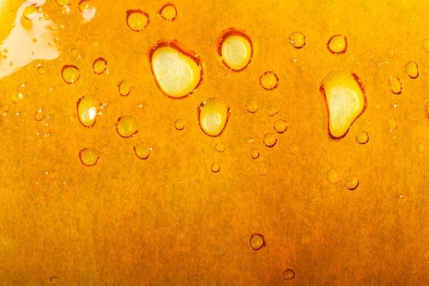 Texture dorée de cire de cannabis, fond de dab de marijuana.