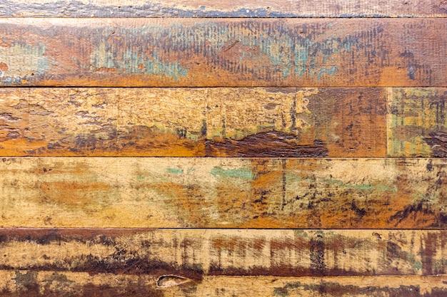 Texture du bois diversifiée.