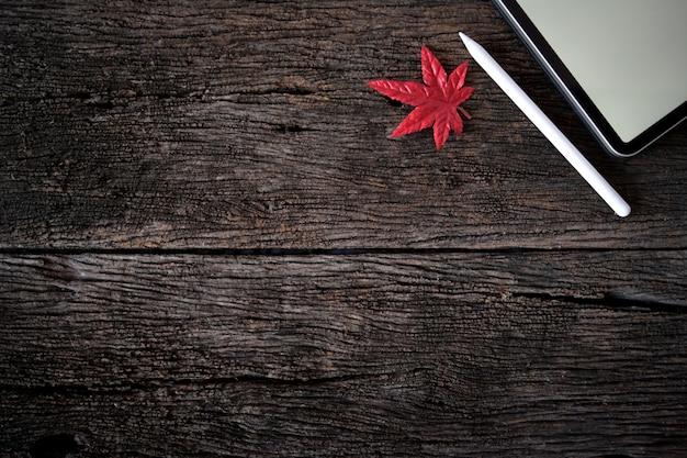 Texture du bois avec de l'érable, des tablettes de maquette et des espaces de copie.