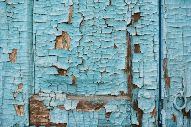 Texture du bois avec fond bleu de peinture écaillée écaillée