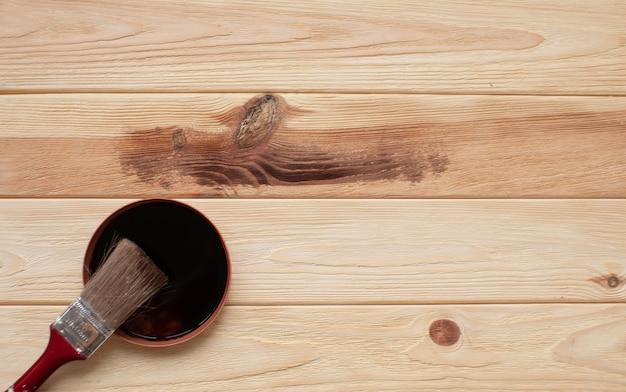 Texture du bois et pinceau